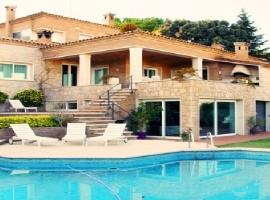Casa individual con piscina en Figueres